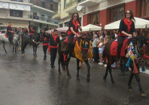 Φωτορεπορτάζ από την παρέλαση των καβαλάρηδων στη Σιάτιστα